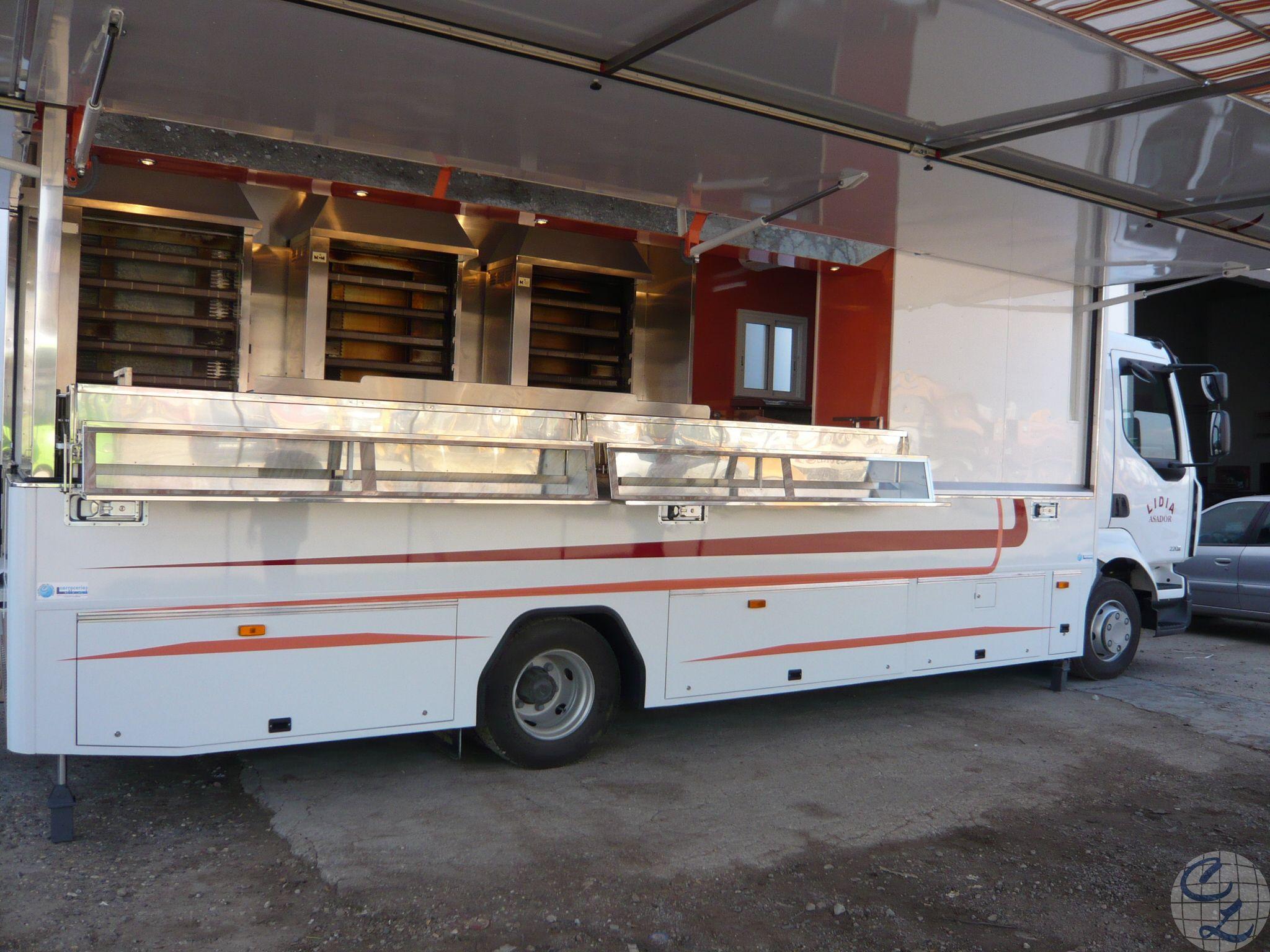 Vehículo asador de pollos - Foodtruck
